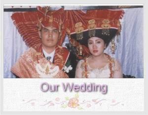 Julianti Sitohang dan Irmanto Tarigan dalam pakaian adat pengantin Karo