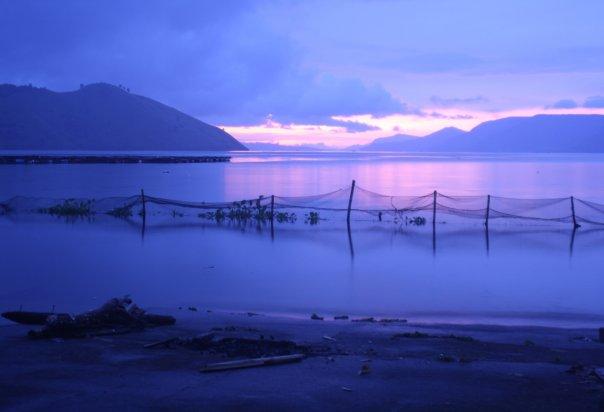 Danau Toba Ketika Fajar Menyingsing (sun rise)