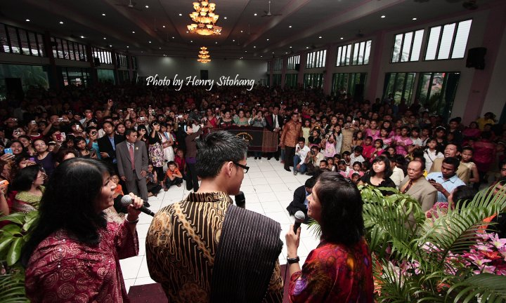 Choky Sitohang didaulat memberikan memberikan sambutan kepada seluruh hadirin Pesta Bona Taon Punguan Sitohang Dohot Boru se Jabodetabek di Gedung Pertemuan Sejahtera Pondok Gede Jakarta 28 Maret 2010.